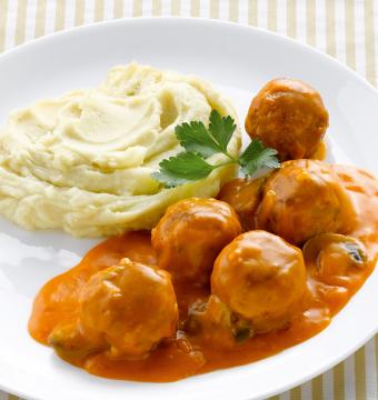 Gehaktballetjes in tomatensaus met purree