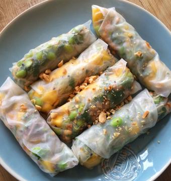 Springroll met Nobashigarnaal / Appel / Komkommer / Daikon / Srirachadip
