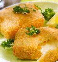 Huisgemaakte kaaskroketten   (2stuks) met slaatje en frietjes warm