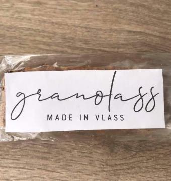 Granolass healthy snicker bar