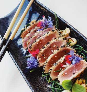 Tataki van rode tonijn met wasabi en soya