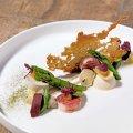 VG =Terrine de foie gras, compote d'oignons, toast aux noix et raisins secs =Terrine van ganzenlever, compote van ui, toast met noten en rozijnen